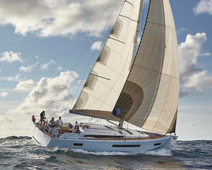 A boat that demands to be noticed, Yachtworld review the Jeanneau Sun Odyssey 490